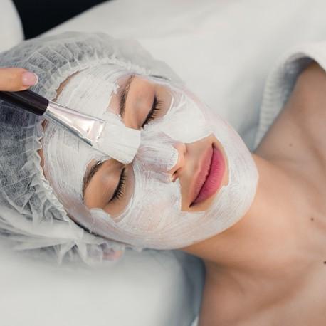 Mikrodermabrazja twarzy z ampułką, maską lub płatem kolagenowym